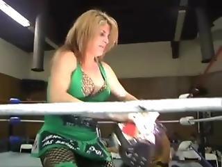 mixed fight woman defeats man 1