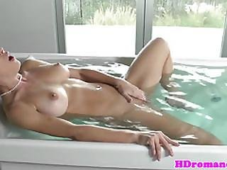Nicetits Beauty Masturbating In The Bathtub
