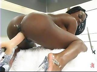 Fucking Machines Make Jada Fire Squirt