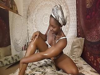 Carla Cain On Webcam Oil Up Tease Camgirl At Afrosensualcarla.com Chat-sessions