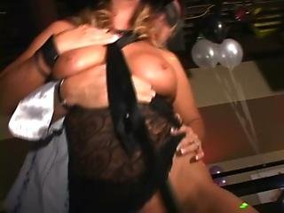 Cougars and MILFs suck and fuck in sex club orgy