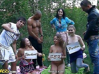 Σεξ στο δάσος βίντεο