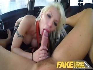 amatør, stort bryst, blond, blowjob, fed, bil, hardcore, orgasme, pov, offentlig, realitiet, skole, skole bus, sexet, sex