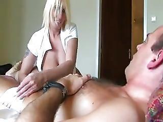 Nederlandse Meid Met Een Stel Erbij