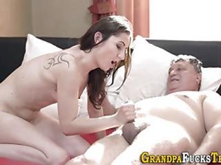 luder, blasen, vater, grossvater, harter porno, Jugendliche, jung