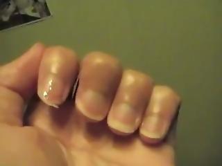 Fille Se Ronge Les Ongles Girls Nails Biting