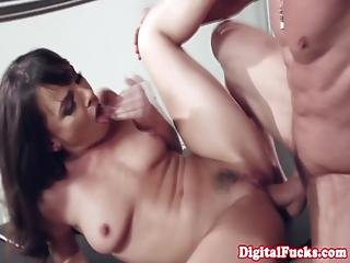 Closeup Classy Officesex With Glamour Milf