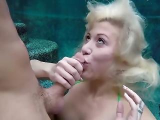 Underwater Masturbating And Bj