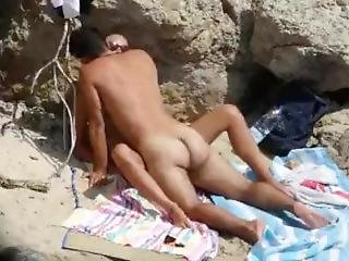 Spying Couple Fucking Hidden At The Beach