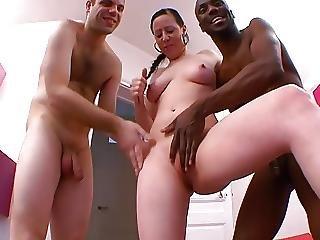 Gros Minou Et Belle Chute De Reins Pour Deux Hommes