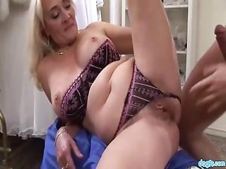 karvaisia pilluja seksikäs blondi