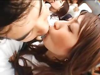 Ddn-152 Kissing In Subway