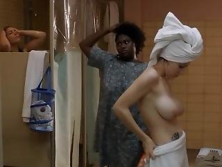 Taylor Schilling, Laura Prepon - Orange Is The New Black S01e01