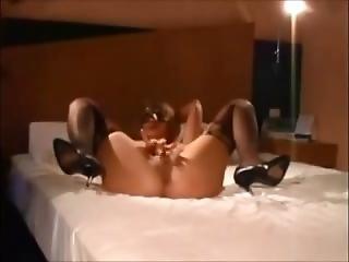 Amateur Hotwife Threesome