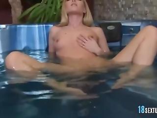 jacuzzi, masturbacja, milf, seksowna