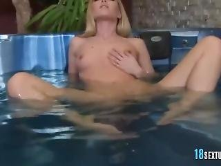 jacuzzi, masturbatie, milf, sexy