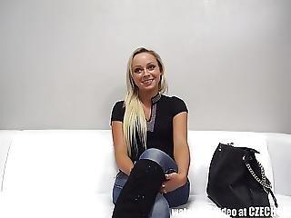 stor dildo blondin anal
