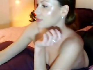Brunette In Pantyhose Sucks Her Nylon Feet. More Camgirl - Gamadestian.com