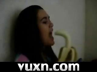 Live Cam Brunette With Banana On Vuxn