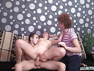 Cockold threesome tube
