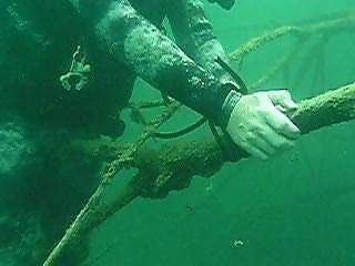 bondage, debaixo de água
