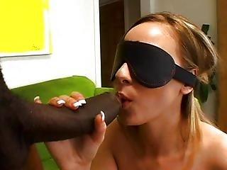 большой член, с завязанными глазами, блондинка, минет, пара, сперма, шляпа, межрасовый, старый, оральный, киска, секс, выбриты, маленькая грудь, татуировка, вагинальный