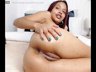 Thick Ass Brazilian Cutie Playing With Her Fat Pussy On Cam