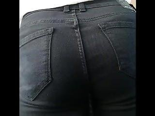 Nice Euro Chick Round Ass, Caugth On Public Transport