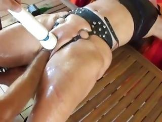 Toys And Fist Let Her Squirt