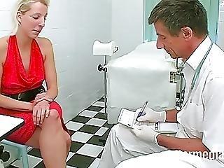 Der Perverse Frauenarzt Ist Wieder Da