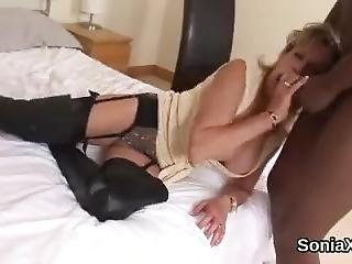 Unfaithful Uk Milf Lady Sonia Presents Her Heavy Boobs