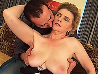 szex nagy mell anya
