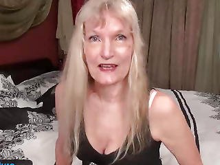 Old Aged Granny Golden-haired Tiny Mambos Showing Teats