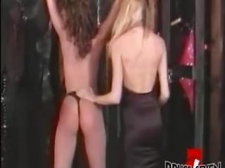 bonasse, bdsm, gros téton, gouine, femdom, fétiche, hardcore, lesbienne, fessée, soumise, vintage, fouet