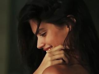 Sara Sampaio Hot Maxim