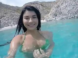 παραλία, μεγάλο βυζί, μελαχροινή, Flashing, κάτω από το νερό