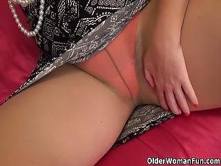Natural Milf Kelli From The Usa Takes Off Her Nylon Pair Of Pantyhose And Starts Pleasuring Her Unshaven Pussy Bonus Video: American Gilf Melody Garner