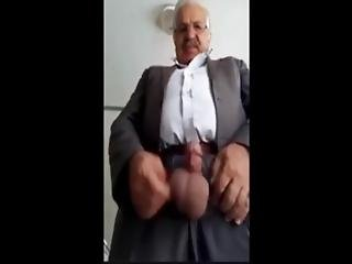Iraqi Daddy Showing On Cam