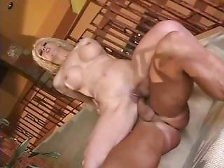 Squirting Bombshell Milf
