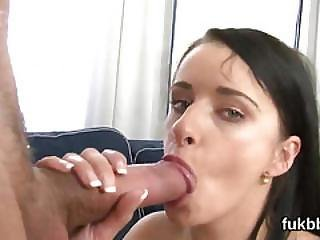 Kinky Peach Opens Up Her Snatch And Loves Hardcore Penetration