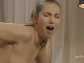 Glam Girl Reaches Orgasm