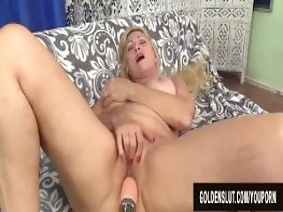 gros téton, blonde, gode, forage, nique, machine à niquer, mamie, masturbation, mature, sexy, rasée, solo, jouets