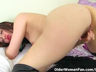 English Milf Kitty Cream Needs Orgasmic Pleasure