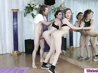 bambola, cazzo grande, pompini, mora, gola profonda, pecorina, Adolescente, sesso a tre, yoga