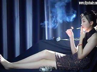 Asia Beautiful Optimistic Sweet Qiqi Love To Smoke Cigarettes