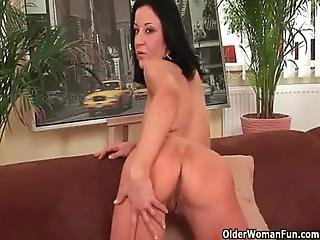 Soccer Mom With Big Boobs Gives Her Mature Pussy A Workout
