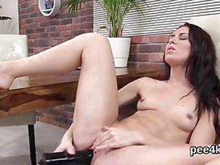 Breathtaking Nympho Is Pissing And Fingering Trimmed Vagina