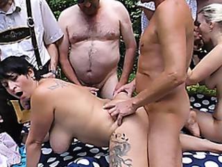 amateur, triootje, deepthroat, extreem, faciaal, neuken, gangbang, duits, groepsex, orgie, buiten, feest, sex