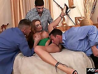 Bonny Bo Wants Hardcore Gangbang And Piss Squirting