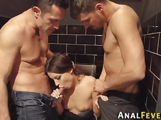 Threesome Analized Babe